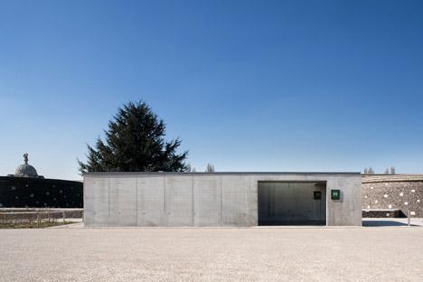 Tyne-Cote-Cemetry-entrance-pavillion-by-Govaert-and-Vanhoutte-architectuurburo_dezeen_468_4