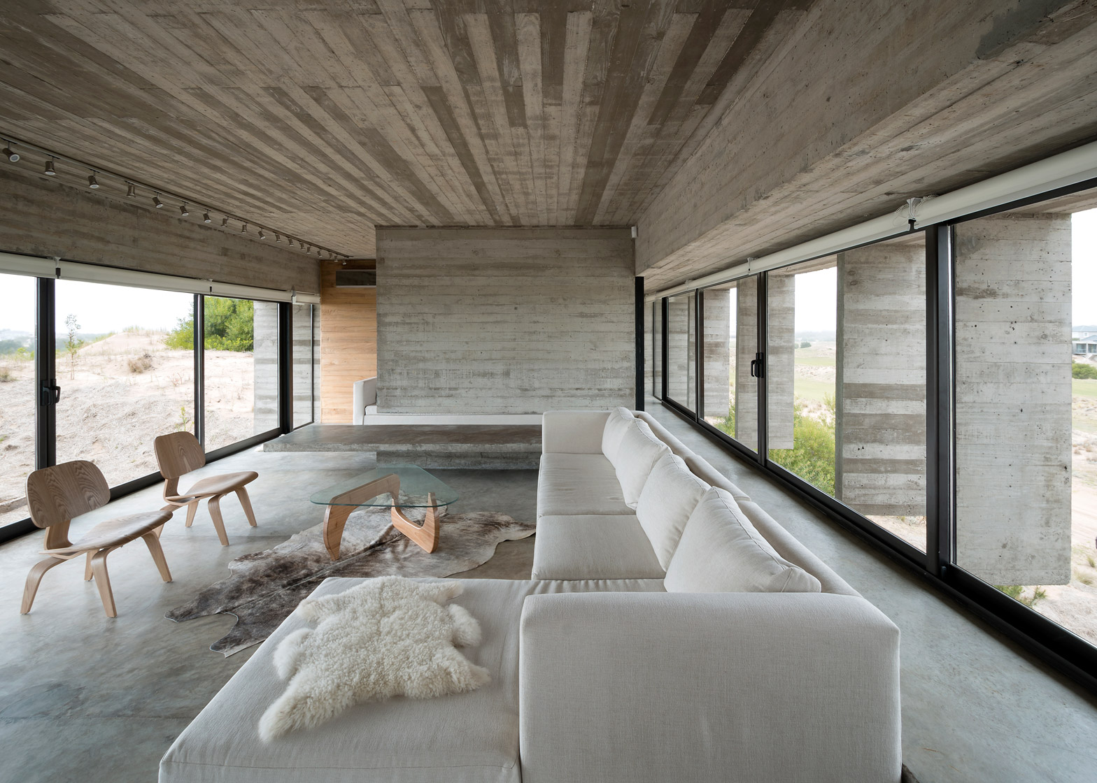 Interieur Casa Concrete House By Luciano Kruk Stands On Seaside Golf Course
