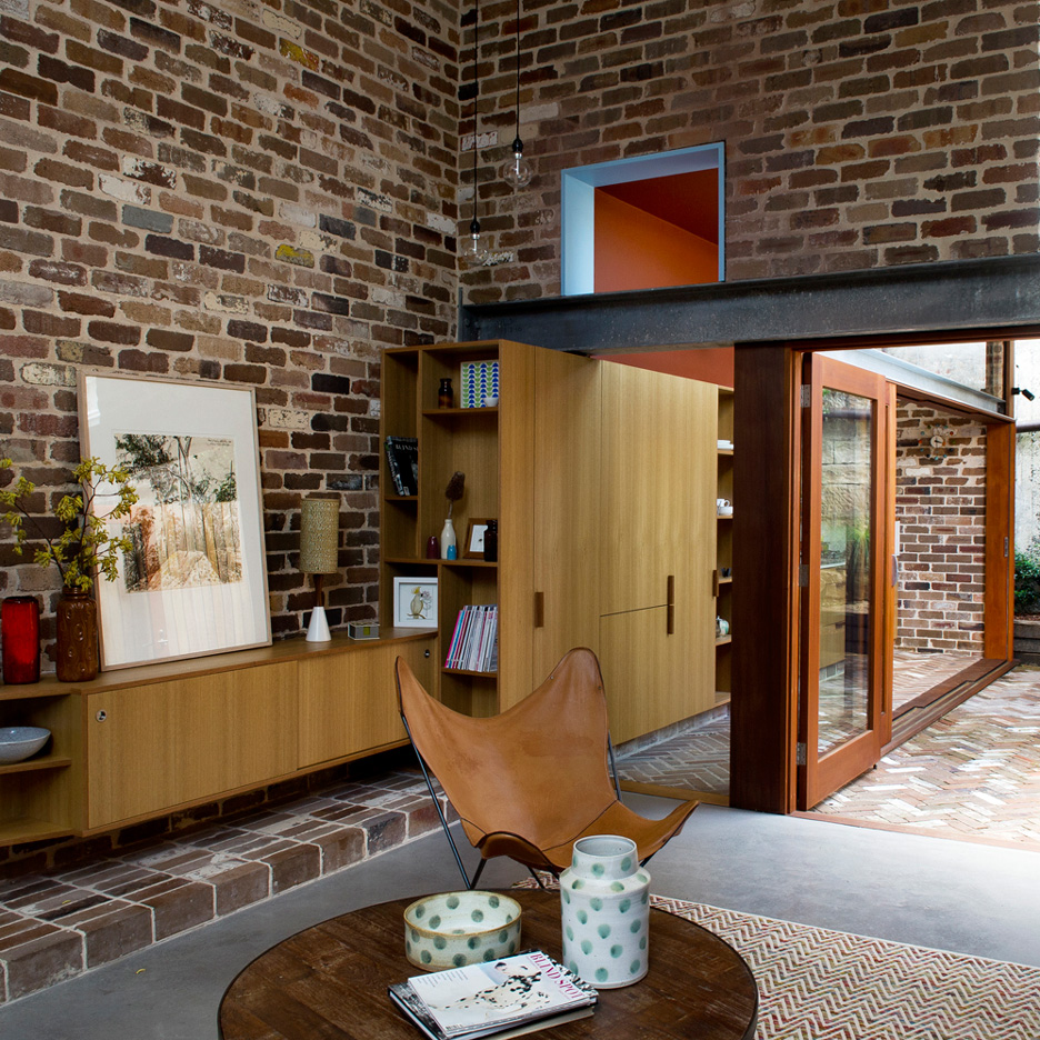 Brick Meubles Divan Lit David Boyle Extends Sydney Terrace With Reclaimed Brick