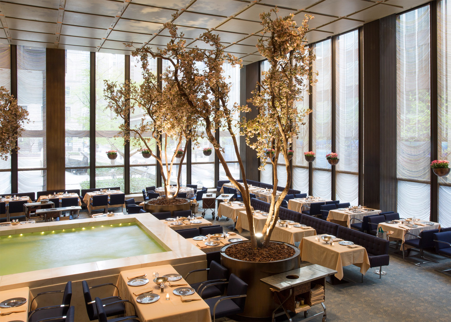Critics Slam Philip Johnson Four Seasons Restaurant Auction - Interieur New York Style