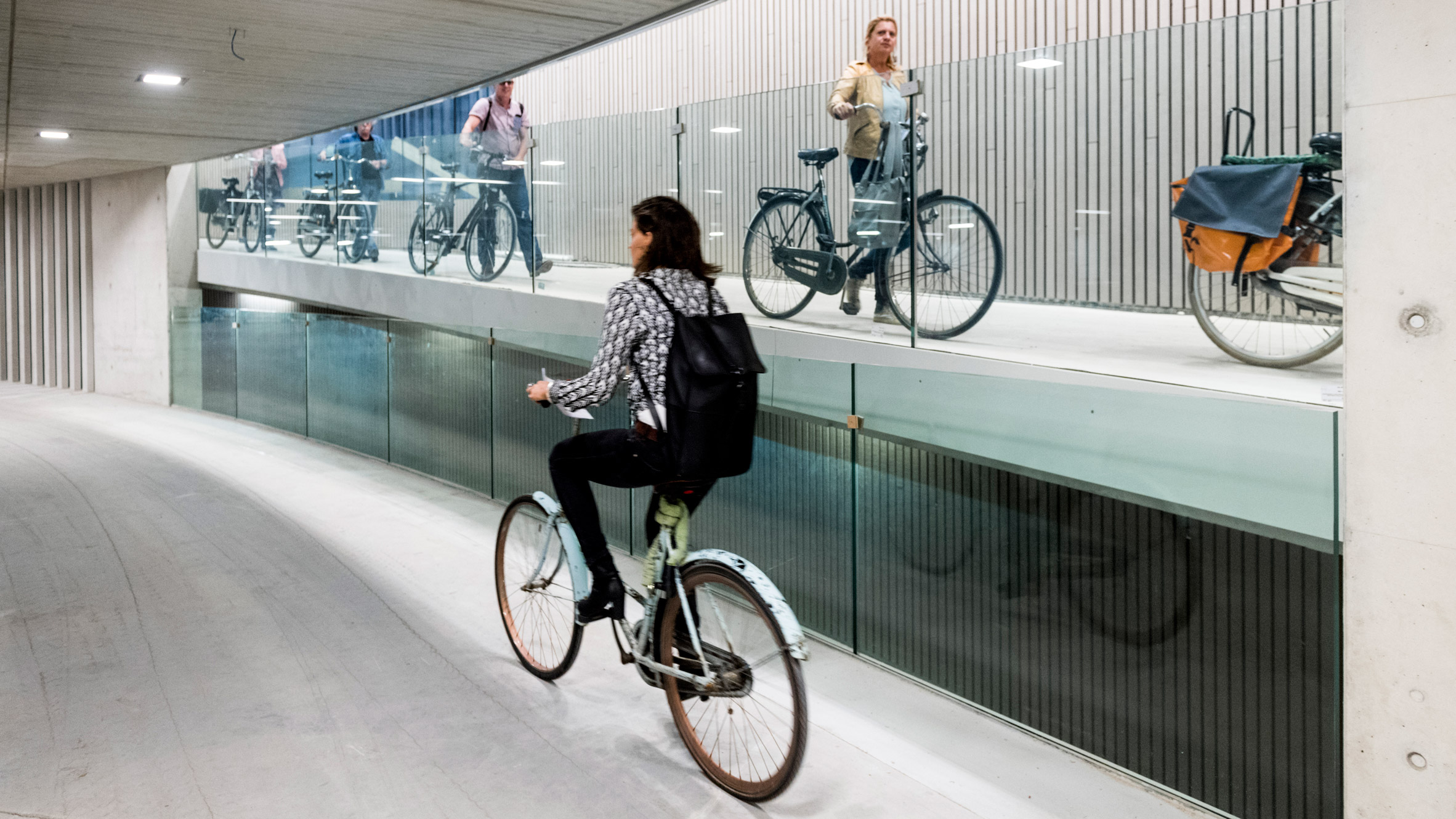 Garage Journal Bike Storage World S Largest Bicycle Parking Garage Opens In Utrecht