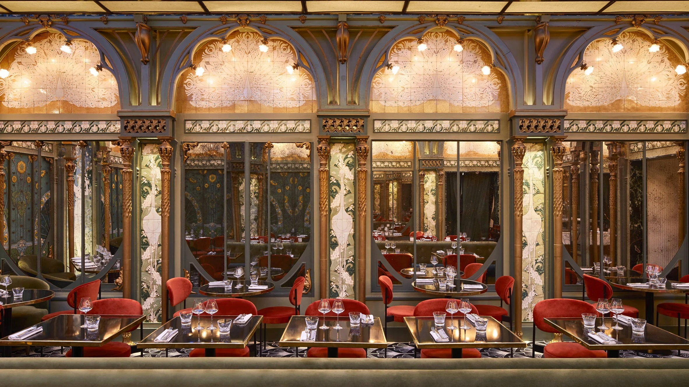 Restaurant Design Paris Beefbar Paris By Humbert Poyet Features An Art Nouveau Atrium