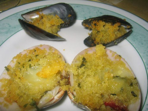 Breaded mussels and clams