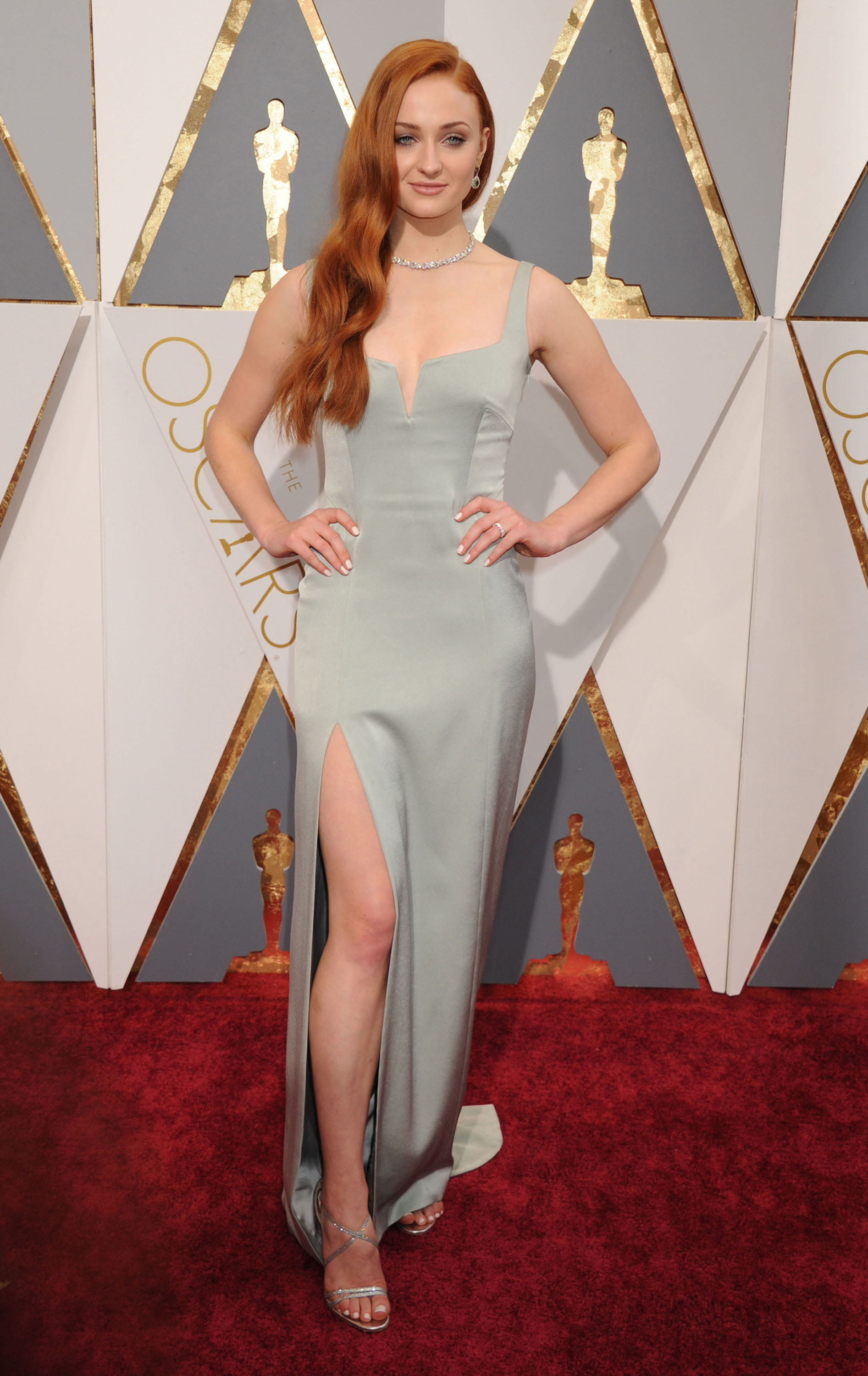 Wallpaper For Iphone 6 Fall Oscars Fug Or Fab Sophie Turner In Galvan Go Fug Yourself