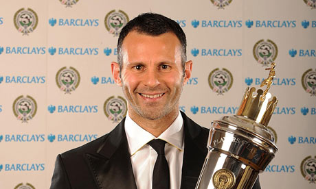 http://i0.wp.com/static.guim.co.uk/sys-images/Football/Clubs/Club%20Home/2009/4/26/1240785383212/Ryan-Giggs-with-his-Playe-001.jpg