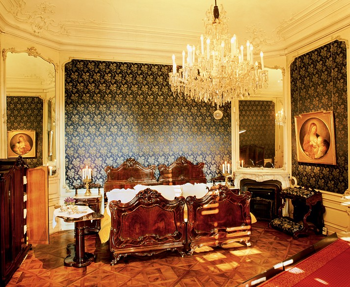 The bedroom of Franz Joseph and Elisabeth at Schönbrunn ...