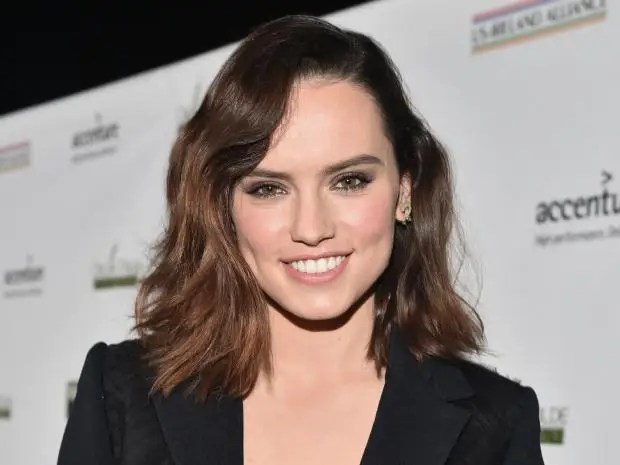 Early 2000s Girl Desktop Wallpaper Daisy Ridley Asks Fans To Stop Taking Photos Of Her