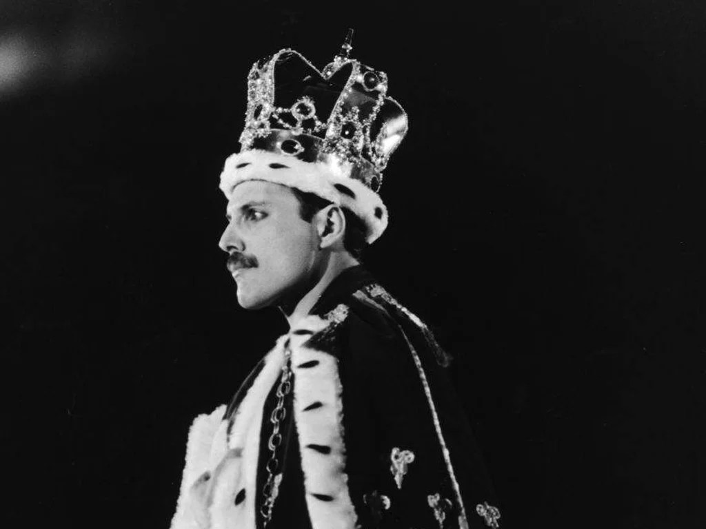 Apps For Quotes Wallpapers The Great Pretender Who Dares Wear Freddie Mercury S