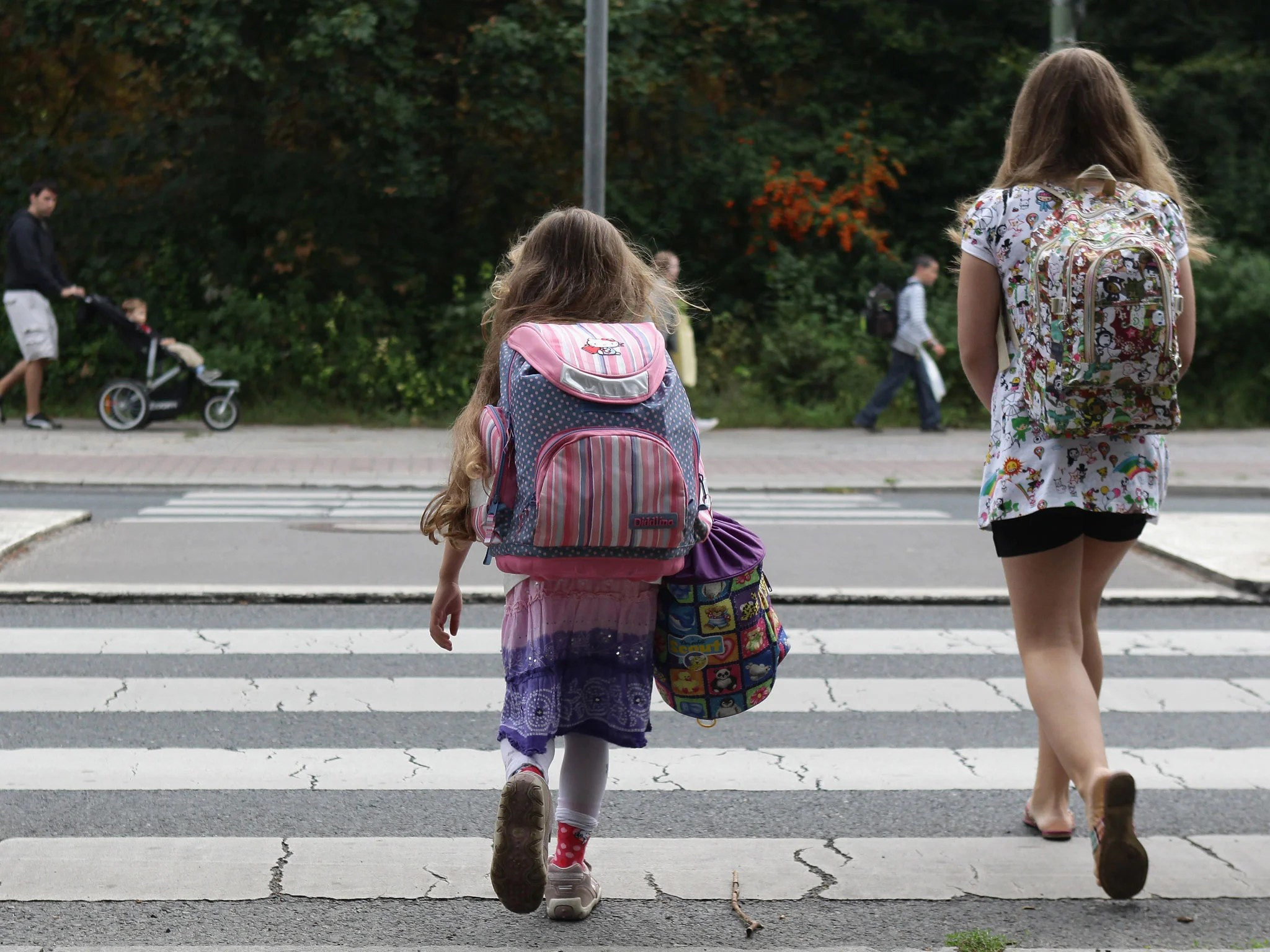 Lonely Girl Walking In Rain Wallpaper Only 25 Per Cent Of Children Walk To School Alone Compared