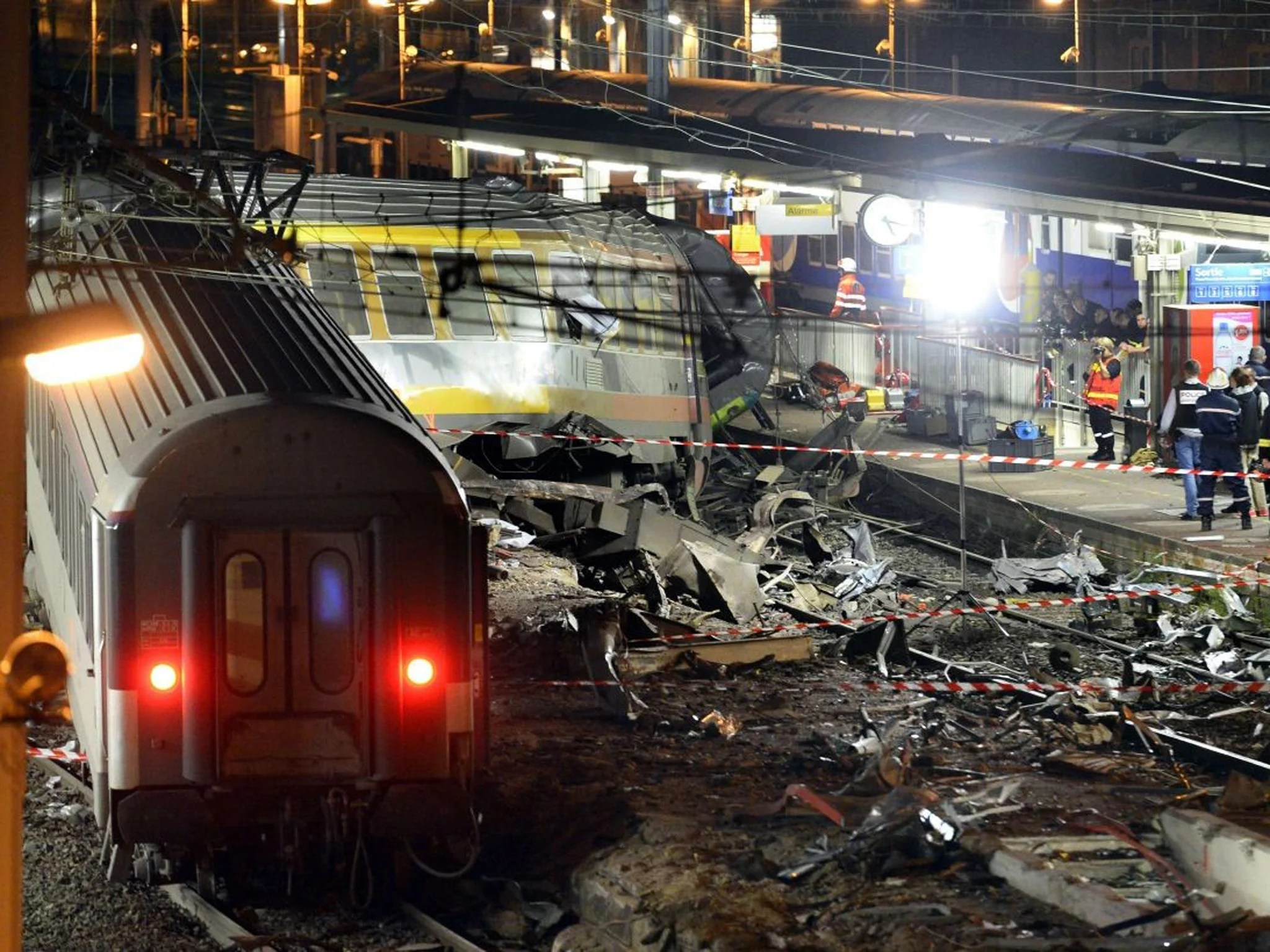 Paris Train Paris Train Derailment That Killed Six And Injured Dozens Caused