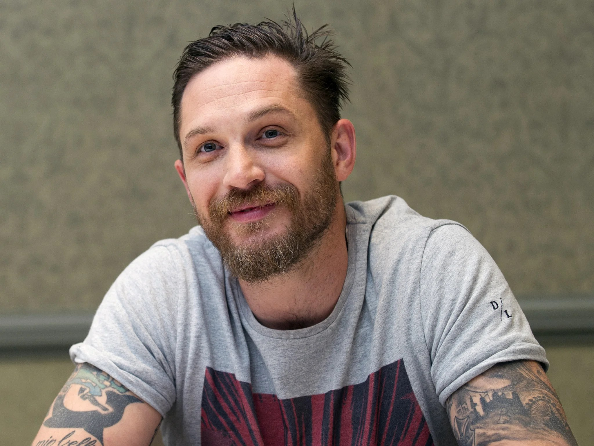 Him Iphone Wallpaper Tom Hardy Issues Open Letter Response To Criticism From