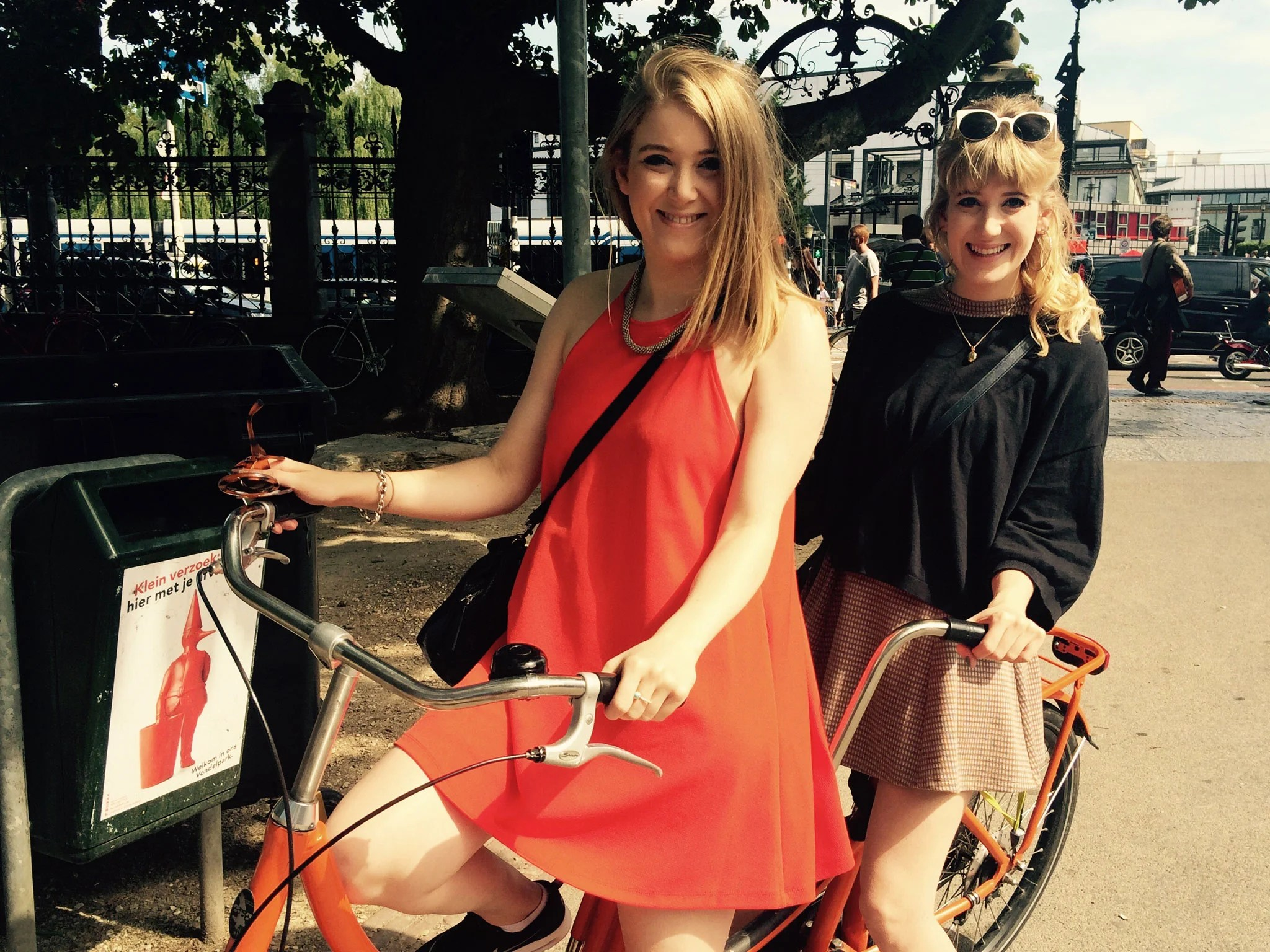 Chloe Amsterdam Cycling In Amsterdam Twins Chloe And Lydia Hamilton Saddle Up For
