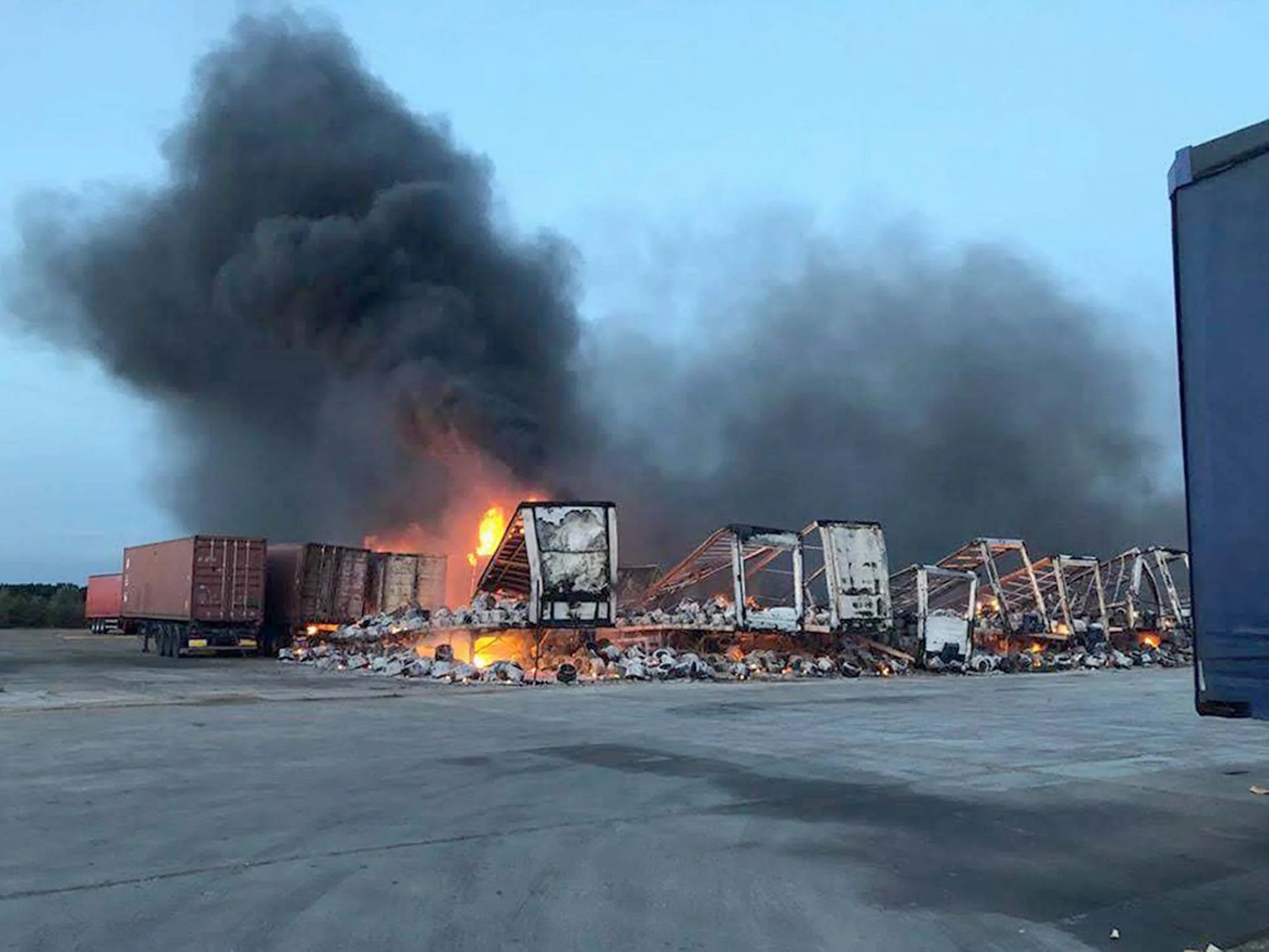 Whirlpool Outdoor Otto Fire Rips Through Lorry Trailers At Whirlpool Kitchen