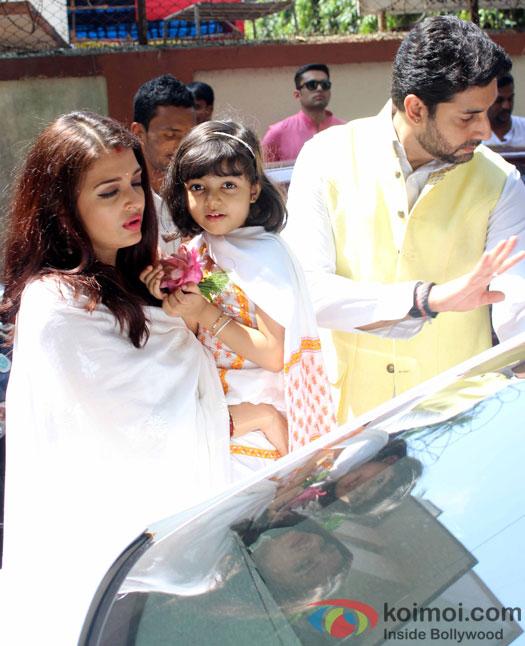 Aishwarya Rai Bachchan, Aaradhya and Abhishek Bachchan attended a Durga pooja