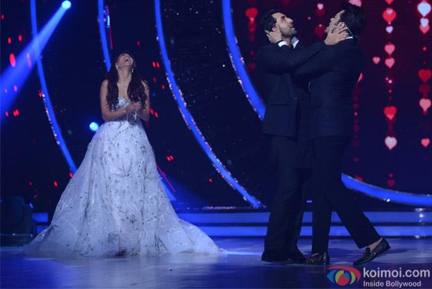 Jacqueline Fernandez, Manish Paul and Ranbir Kapoor on the sets of Jhalak Dikhhla Jaa