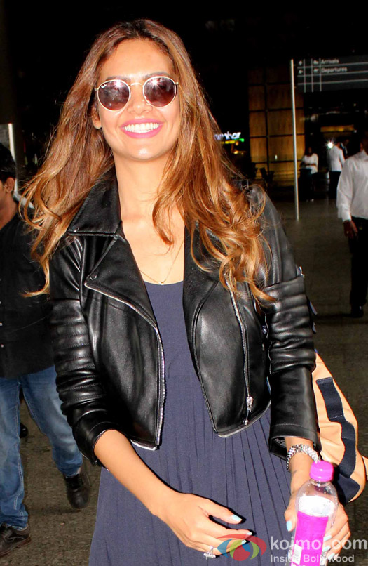 Esha Gupta spotted at Airport