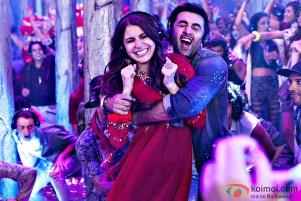 The Break Up Song New Still | Ranbir Kapoor And Anushka Sharma Get Candidly Clicked