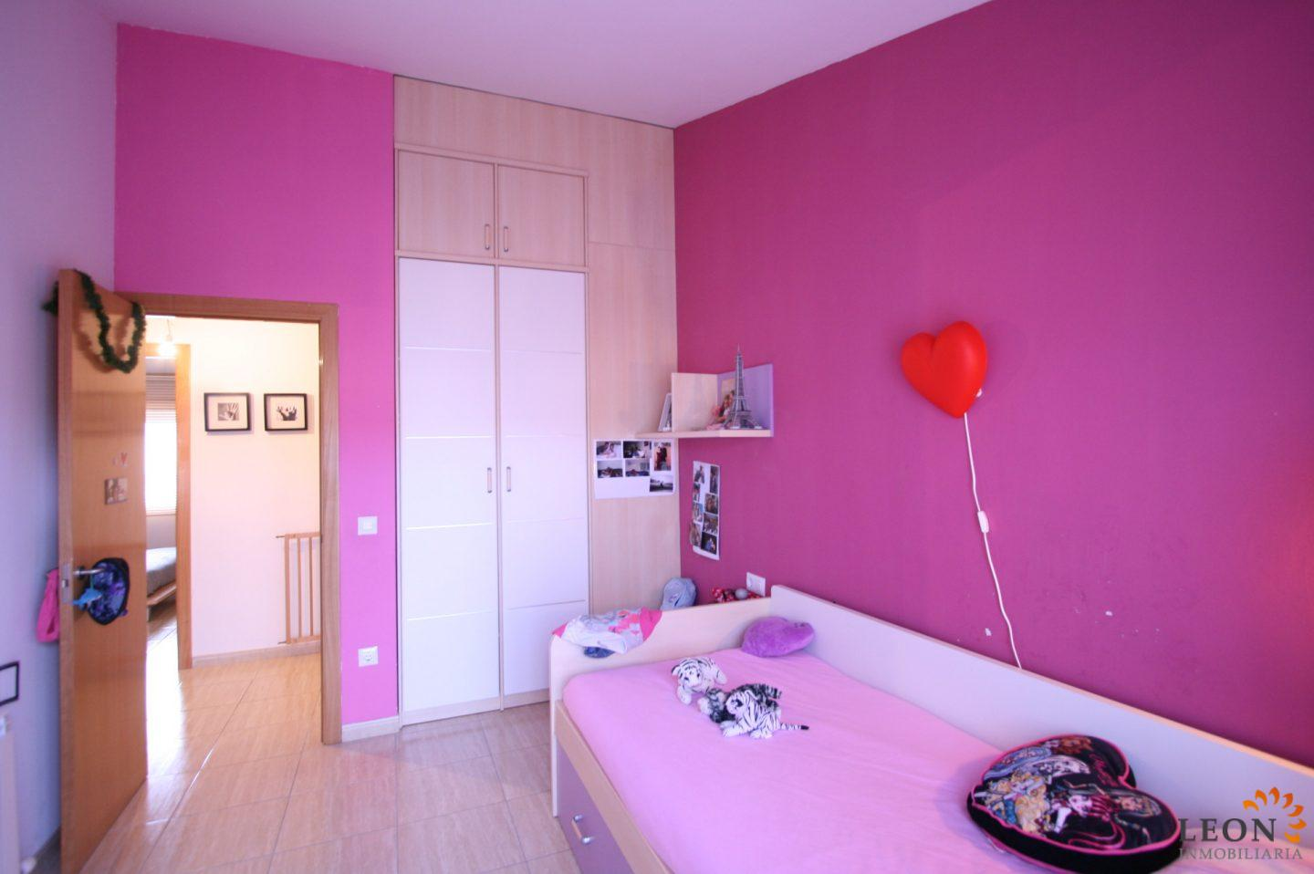 Schlafzimmer Modern Pink Modern Town House With 3 Bedrooms Garden And Balcony