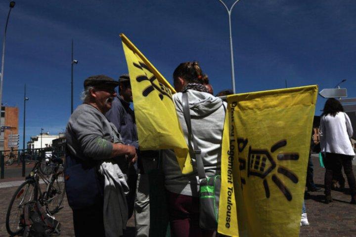 Toulouse, 19 avril 2016. Droit au logement manifeste devant le conseil général de Haute-Garonne en soutien à des mineurs étrangers isolés qui veulent se regrouper dans un foyer. © Patrick Artinian