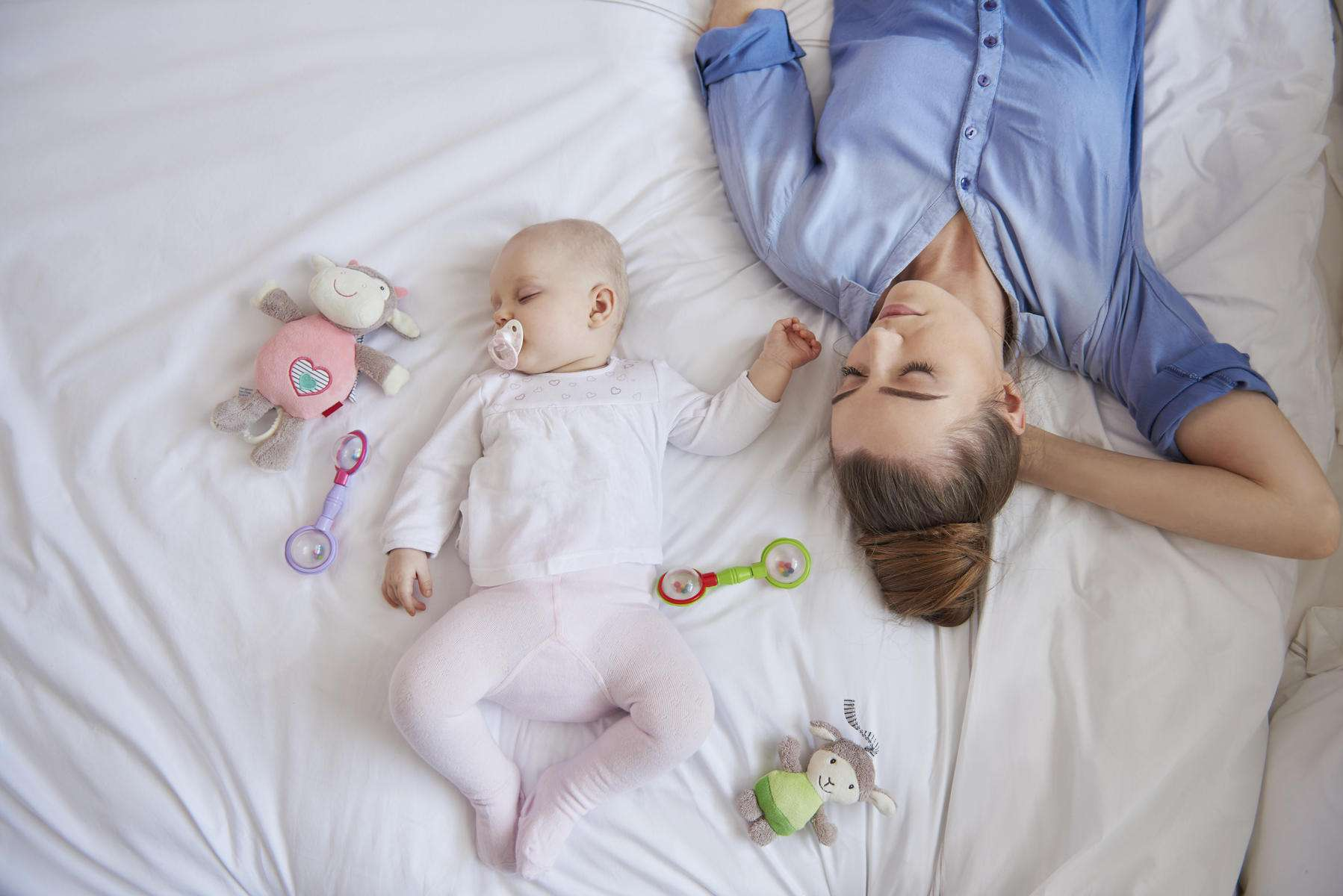 What Can Baby Sleep In Next To Bed 5 Common Sleep Problems And Solutions Parents