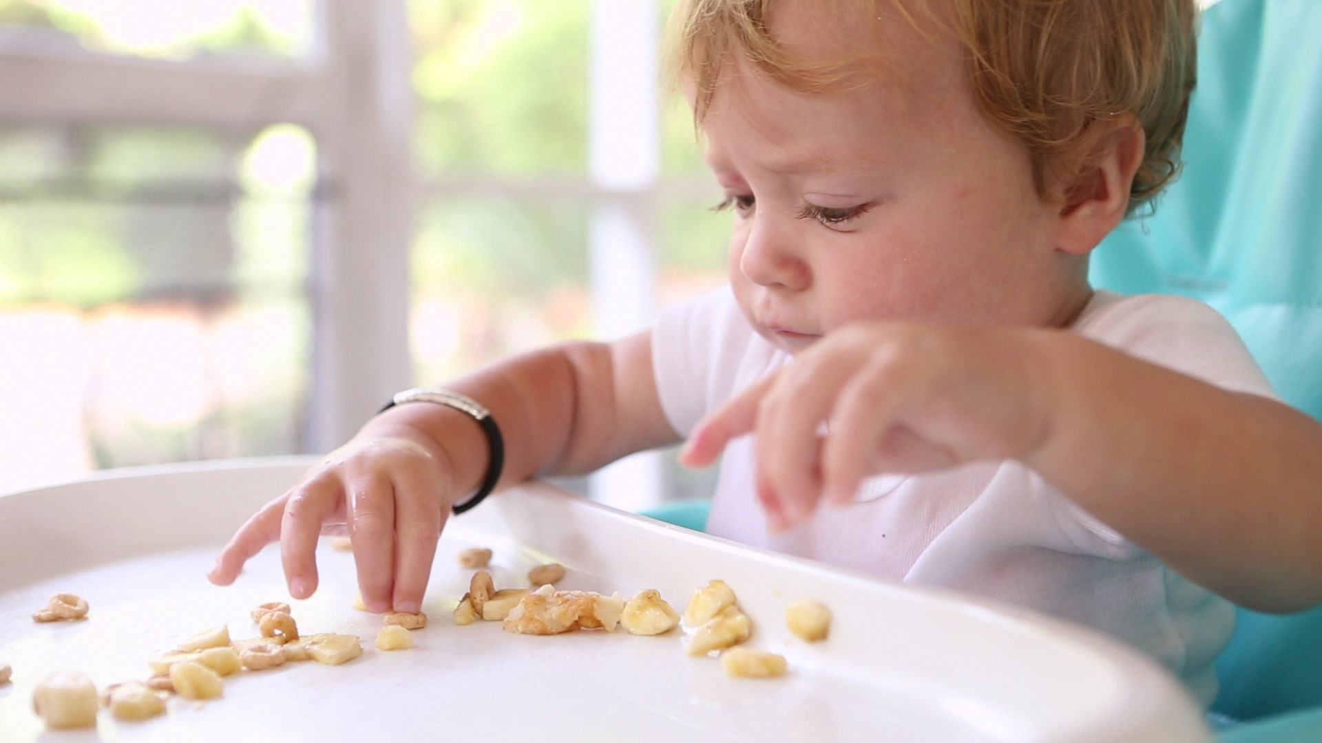 Weaning A Baby Off Formula Baby Led Weaning Do S And Don Ts