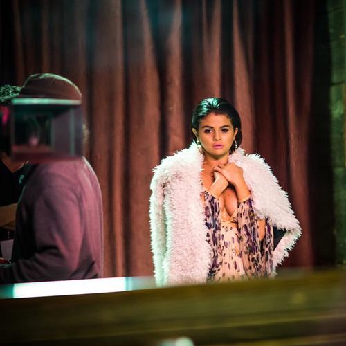 Payudara Selena Gomez Video Klip I Want You To Know