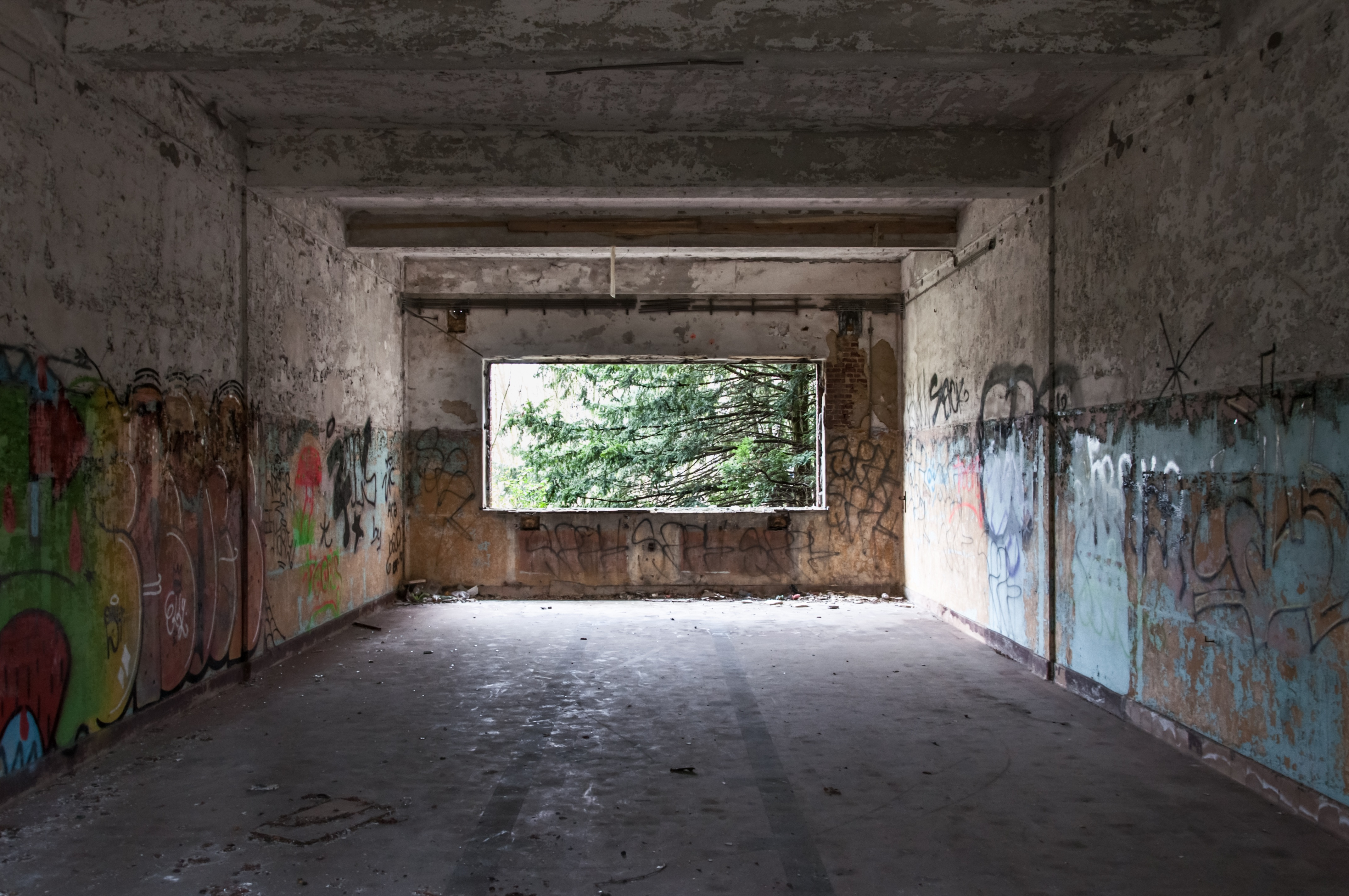 1950s Car Wallpaper Ruin Building Full Of Graffiti Artworks During Daytime