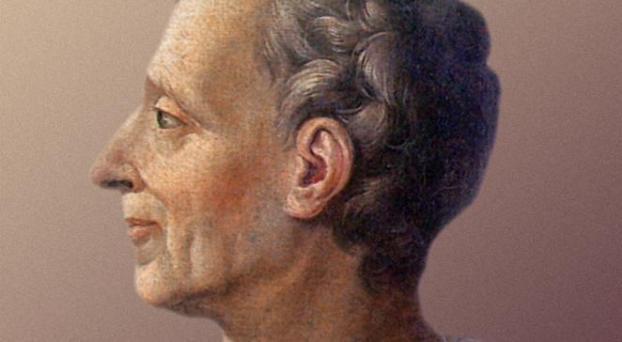 Monteskiusz z profilu