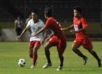 Pemain Timnas Pra Olimpiade Yongki Ariwibowo Kiri Membawa Bola