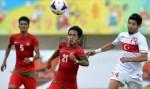 Berusaha Mengontrol Bola Saat Berlaga Pada Semi Final Sepak Bola
