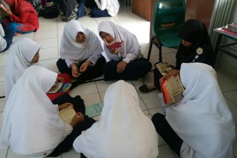 SMP Juara Pekanbaru menggelar pesantren Ramadhan.