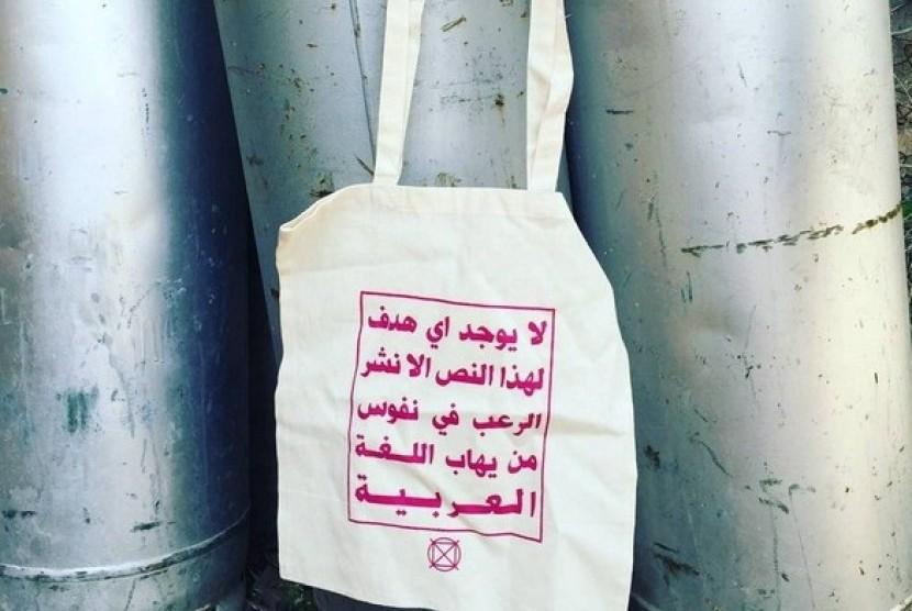 Tesis Berbahasa Arab Mitrariset Contoh Skripsi Tesis 50 Tas Bertulisan Arab Jadi Perlawanan Terhadap Islamofobia Republika