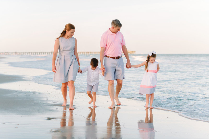 8 Most Beautiful Outfit Ideas For Family Beach Pictures