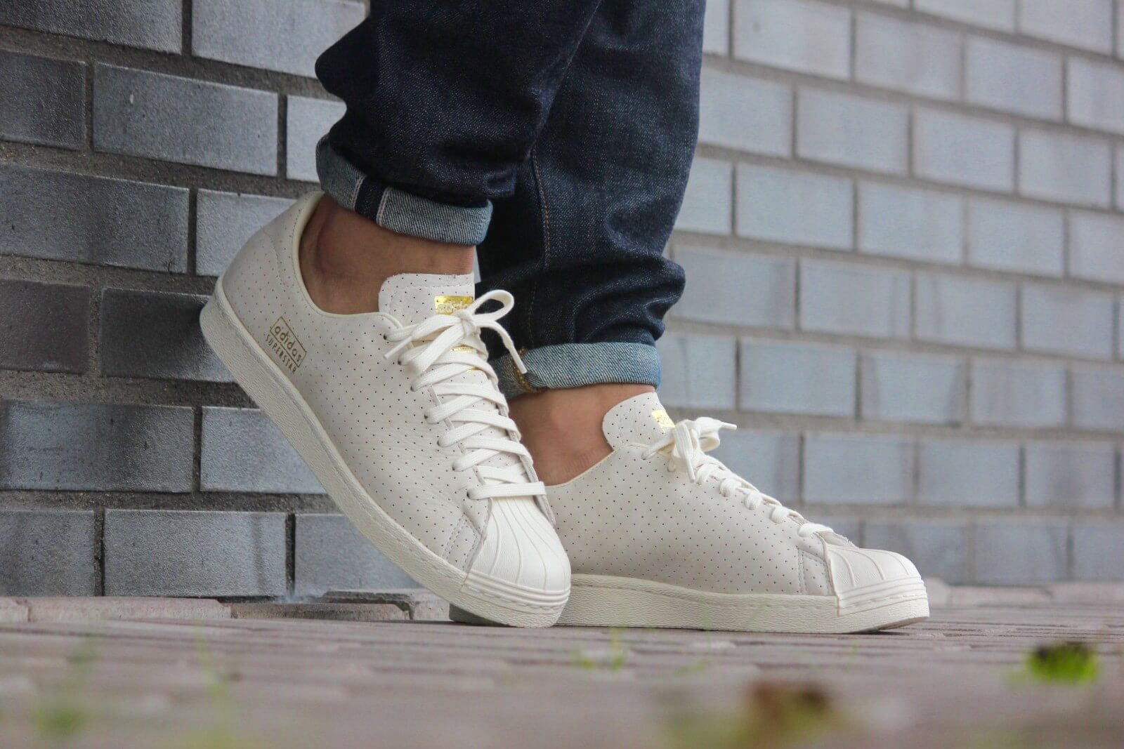 50 100 Adidas Superstar 80's Clean White/ Gold - S32025