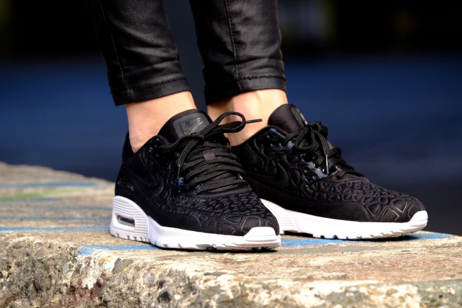 Kleur Plum Nike Wmns Air Max 90 Ultra Plush Black/black-white