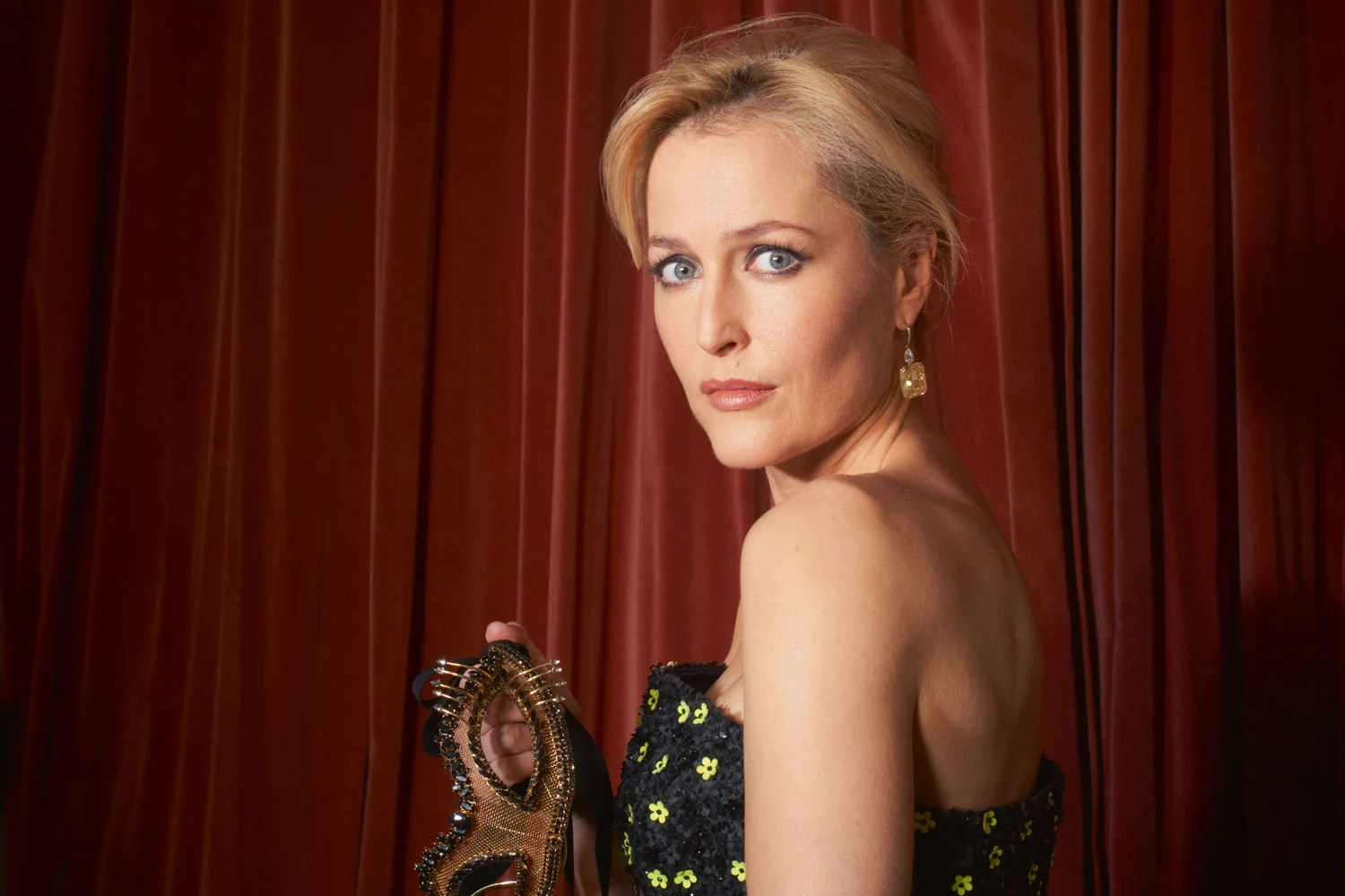 Fall Wallpaper With Dogs The Importance Of Being Gillian Anderson London Evening