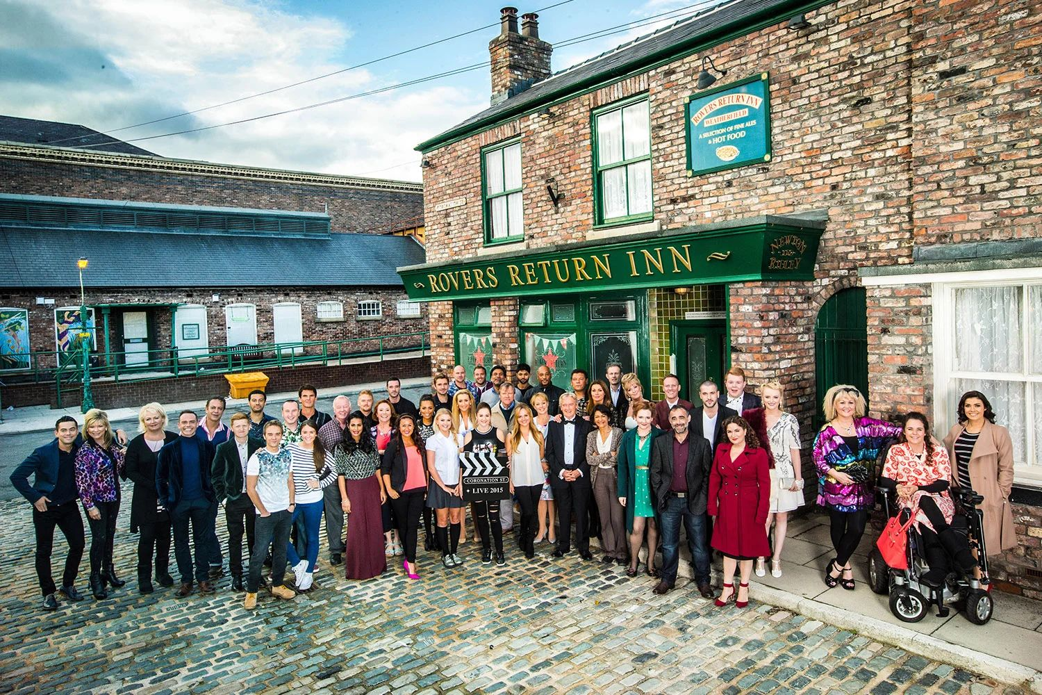 Coronation street to air extra weekly episode from 2017
