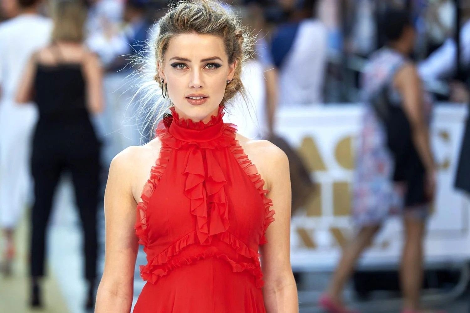 Beautiful Indian Girl Hd Wallpapers 1080p Amber Heard Has The World S Most Beautiful Face Says Phi