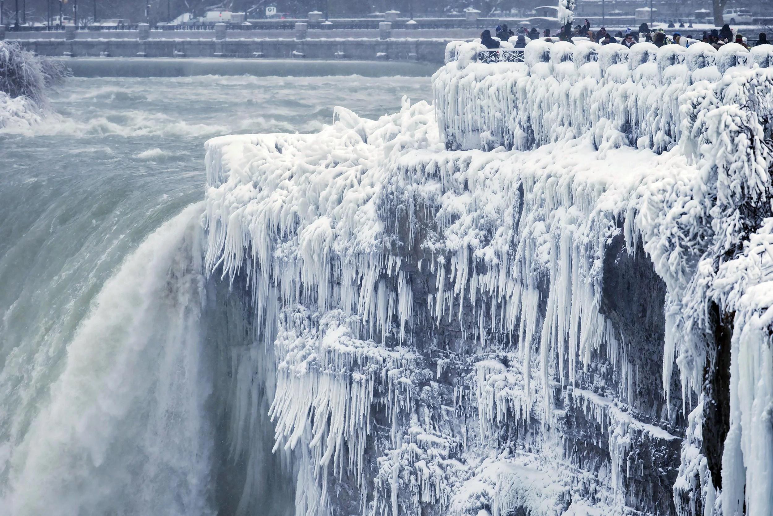 Niagara Falls Is 39frozen Over39 As Icy Weather Grips United