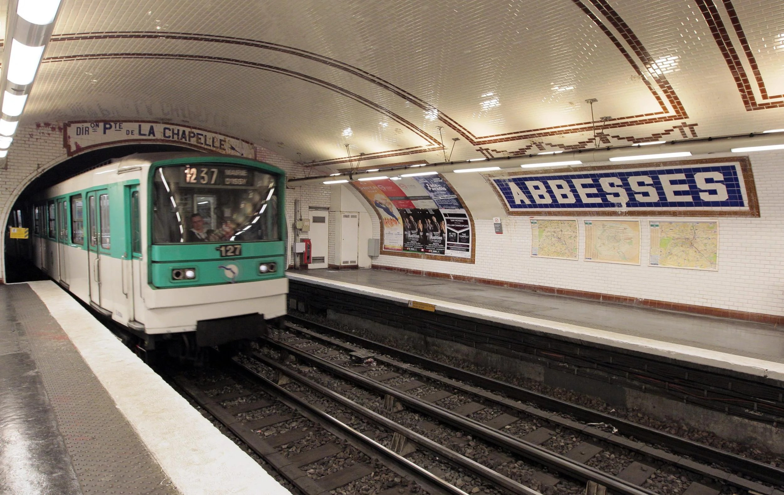 Paris Train Hundreds Of Commuters Evacuated From Sweltering Paris Metro Trains