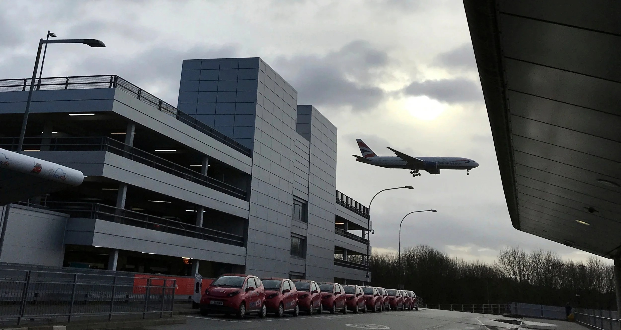 Gatwick Airport Flights Suspended Again After 39suspected