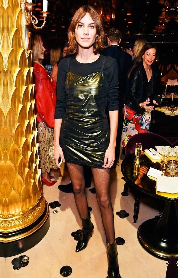 Alexa Chung usa truque de styling com meia calça