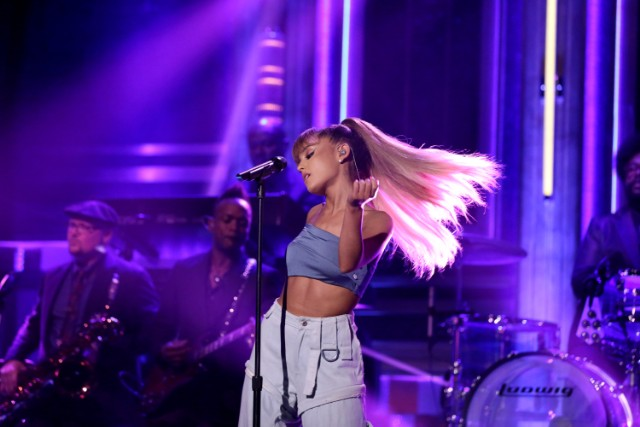 Watch Ariana Grande Perform With The Roots And Rap Nicki