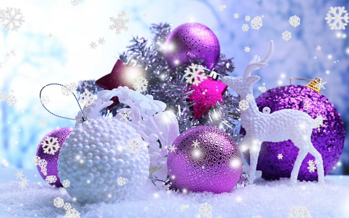 Cute Animals Hd Wallpapers Free Download Shiny Purple And White Christmas Balls Big Snowflakes