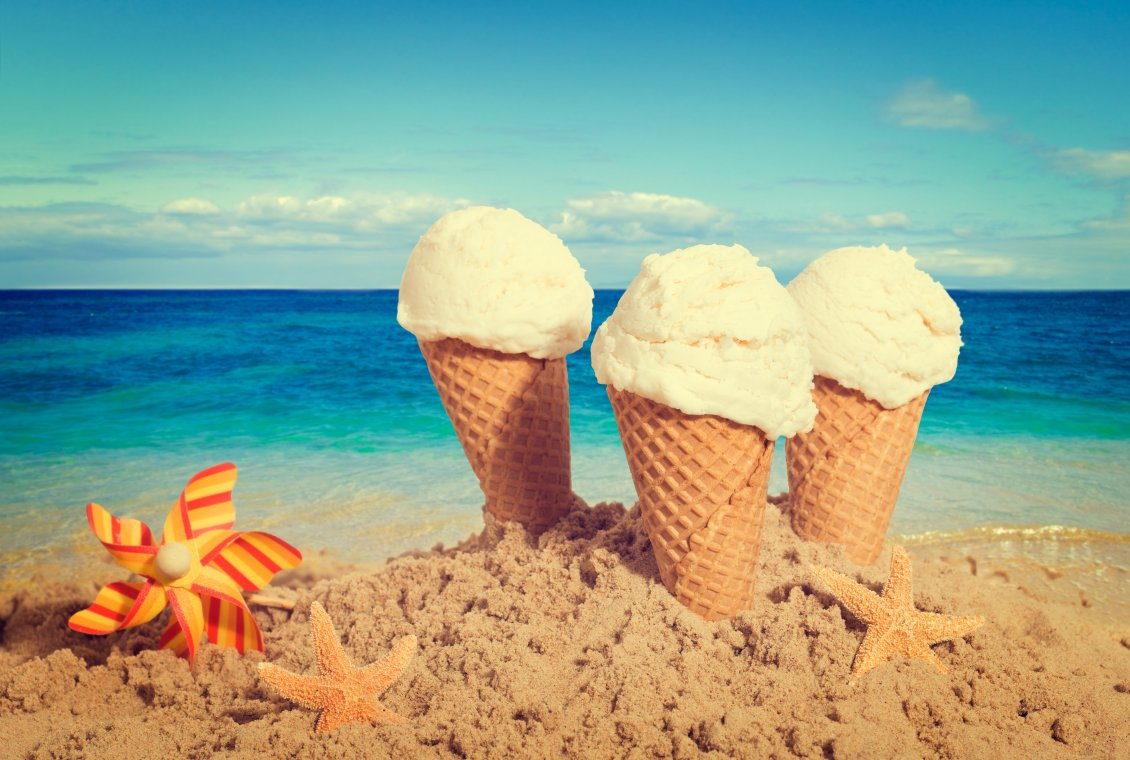 Cute Cartoon Birds Wallpapers Three Vanilla Ice Cream In The Beach Sand Near Starfish