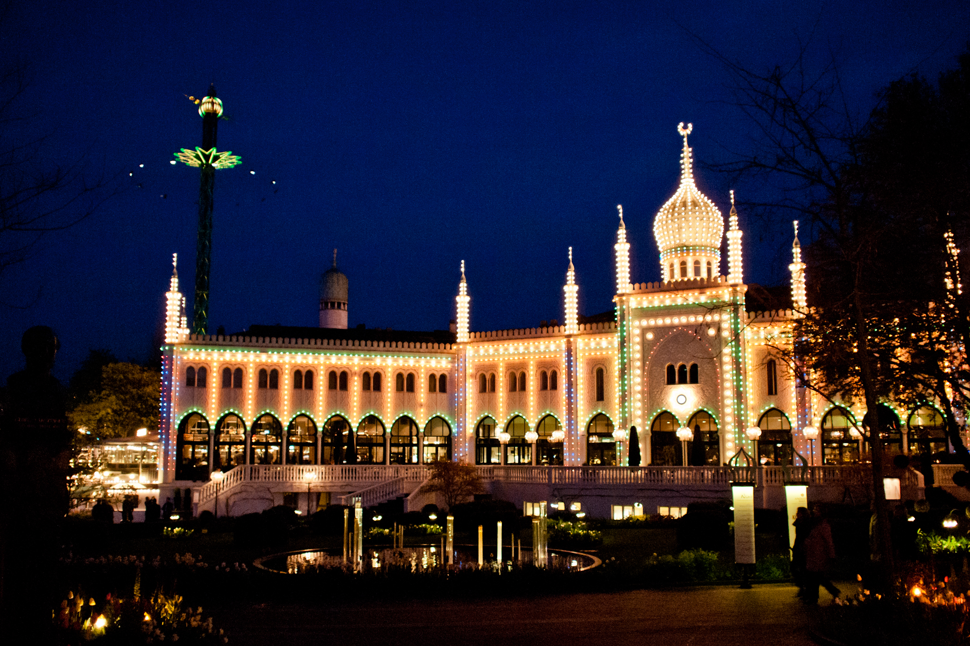 Tivoli Amusement Park Nl Tivoli Gardens Theme Park In Copenhagen Thousand Wonders