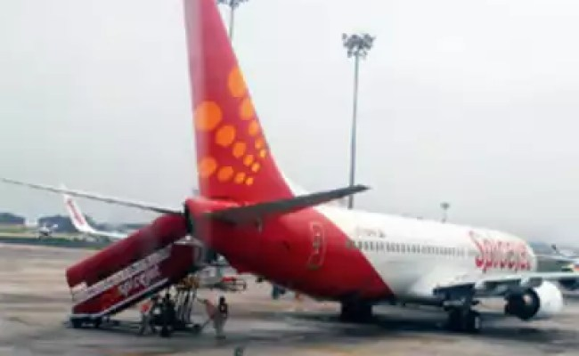 Spicejet Overloaded Spicejet Flight Arrives Without 10 Passengers Luggage