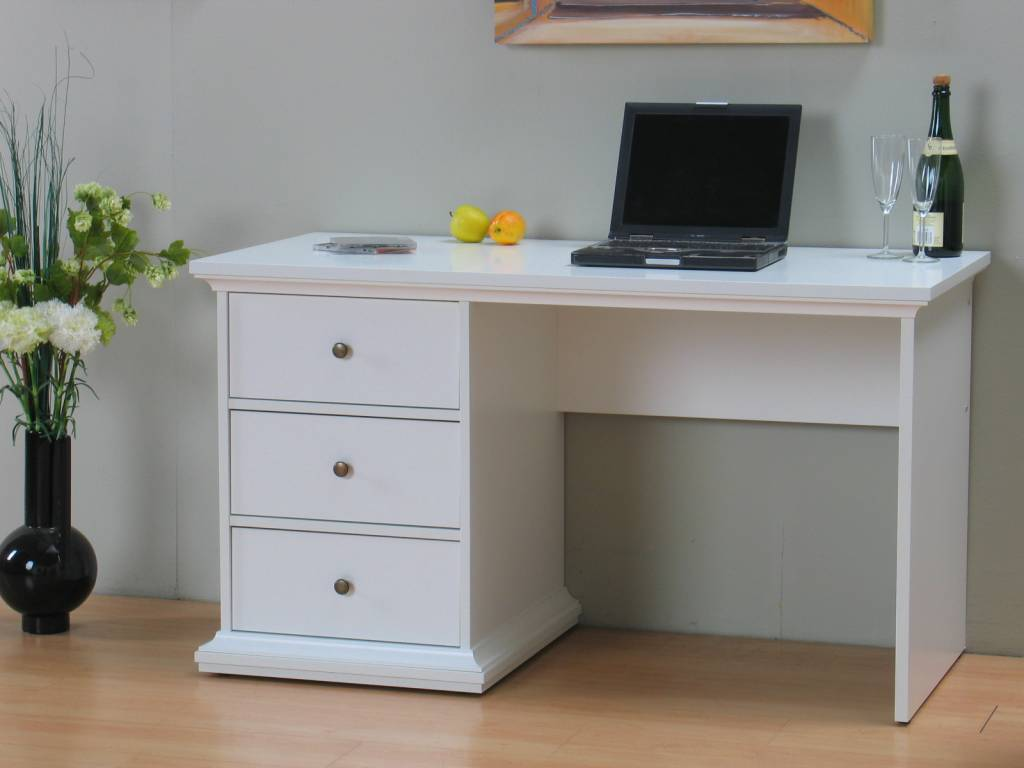 Bureau hout wit maatwerk kasten bureau en bed wit gecombineerd