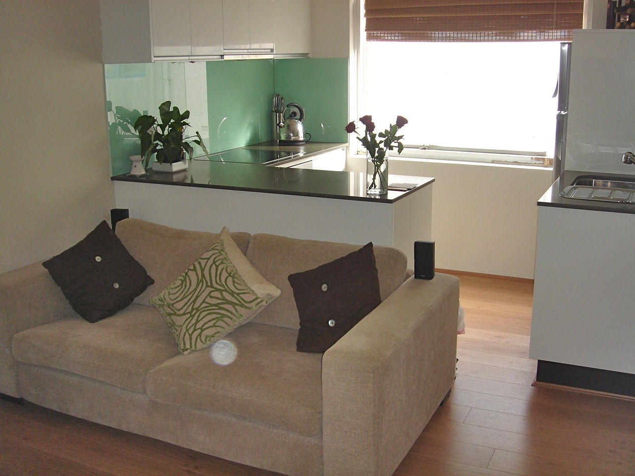 Glass Benchtops Roys Kitchens And Fitouts