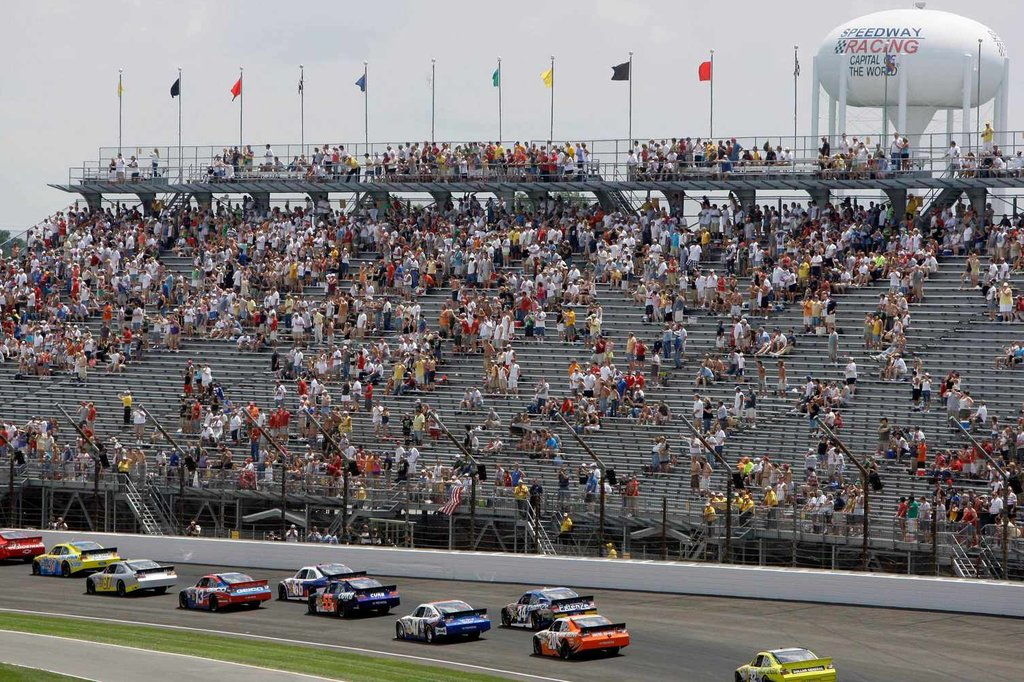 Nascar Tries to Lure Fans Back to Seats - The New York Times